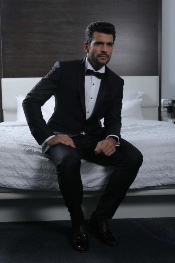 costume-mariage-ceremonie-caralys-nice-Giovanni-smoking-col-chale-noir