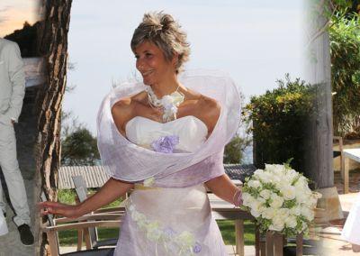 """Véronique, Mariage le 20 septembre 2014 avec le modèle Galante: """" Un grand merci à vous Gabriella pour vos conseils, votre patience, votre gentillesse et votre professionnalisme. C'était un mariage merveilleux et la tenue de la mariée compte pour beaucoup. Je me suis sentie radieuse, légère et moi même toute la journée, je n'ai eu que des compliments, et toutes mes amies m'ont dit « cette robe, c'est exactement toi …. ». Le rock presque acrobatique pour ouvrir le bal, s'est fait comme si j'avais toujours porté cette tenue pendant les répétitions et les chaussures étaient d'un confort incroyable ….Que de bons souvenirs …"""""""