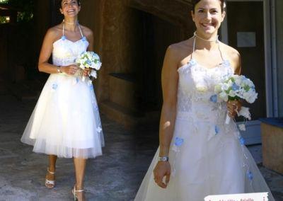 Laurence, mariée le 27 août 2011 à Roquefort, modèle Arielle, jupe tulle courte personnalisée avec des fleurs turquoise. Boutique de Nice. « La fete fut geniale !! Un souvenir inoubliable :-) Merci encore pour tout, pour vos conseils et votre bon gout. Cette robe etait pour moi et je me suis sentie comme une princesse… »