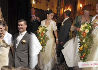 Magali : Mariage le 22 Septembre 2012 dans la région niçoise avec le modèle Angélique. « Accueil très chaleureux , essayage personnalisé. Après plusieurs essayages, la robe que je n'avais pas choisie mais que Gabriella m'avait conseillée était faite pour moi!! Le jour « J », j'étais superbe d'après tous mes convives, merci Elsa Gary, je vous conseille ces robes car elles sont uniques pour un jour unique. Merci à vous, le mariage fut formidable »