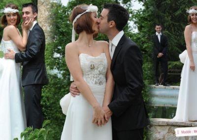 Marie Julie, mariée le 19 Mai 2012 dans la région niçoise avec le modèle Méli Mélo. « Merci beaucoup pour le gentil message que vous m'avez envoyé. Ma robe a eu un franc succès ! Tout s'est passe à merveille ! A très bientôt et merci encore pour vos conseils, votre écoute et votre accueil ! Marie Julie »
