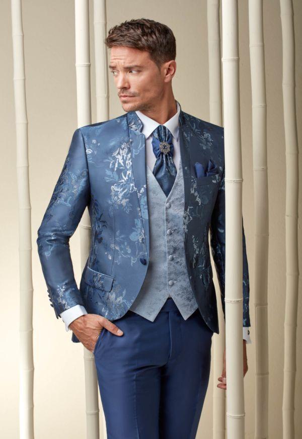Costume de mariage bleu brodé
