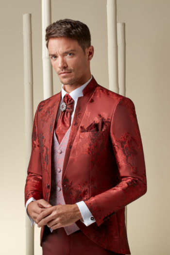Costume de mariage rouge brodé